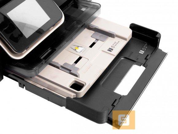 HP DeskJet Ink Advantage 6525 e-All-in-One: над стандартным лотком на 80 листов расположен лоток для фотобумаги на 20 листов