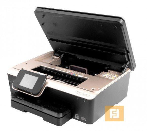 Верхняя крышка МФУ открывает доступ к чернильным картриджам и роликам, протягивающим бумагу